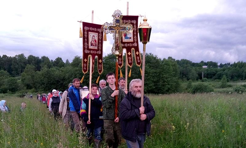 Крестный ход на праздник Тихвинской иконы Божией Матери из Вощажниково на Вёску
